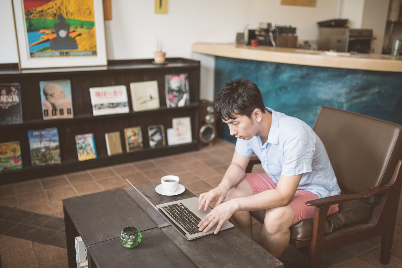 セミリタイアしながら仕事をする人のイメージ
