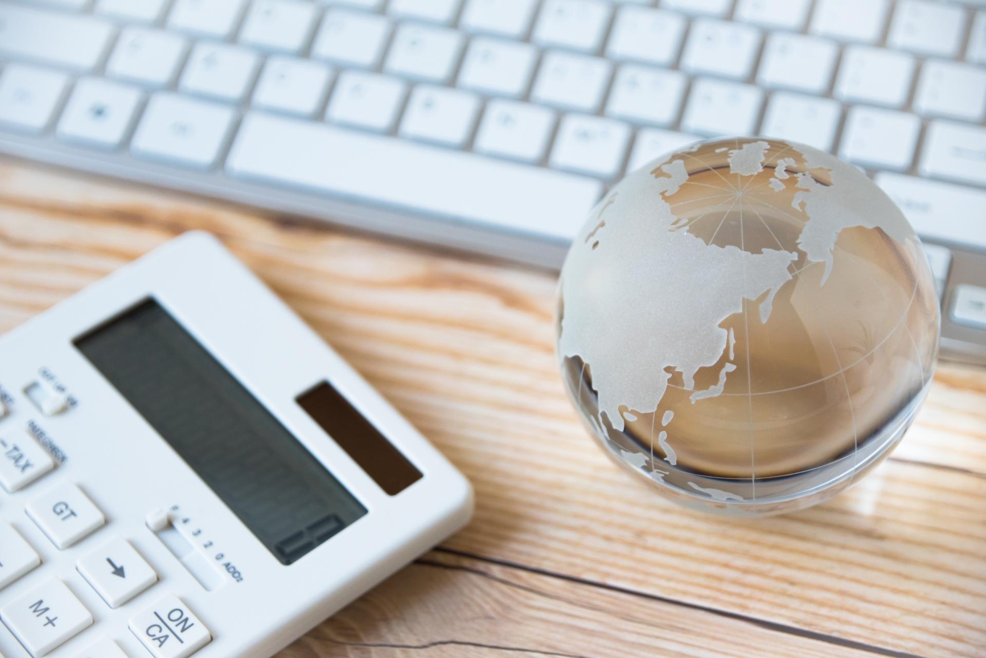 投資のリスクヘッジを世界に分散させるイメージ